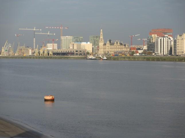 Port depuis la rive gauche de l'Escaut